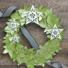 Paper Wreath with Metallic Accents | The Casual Craftlete