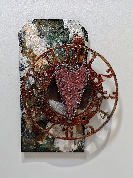 Time Worn Heart Tag