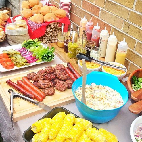 Decoart blog entertaining tips ideas for hosting a for Picnic food ideas for large groups