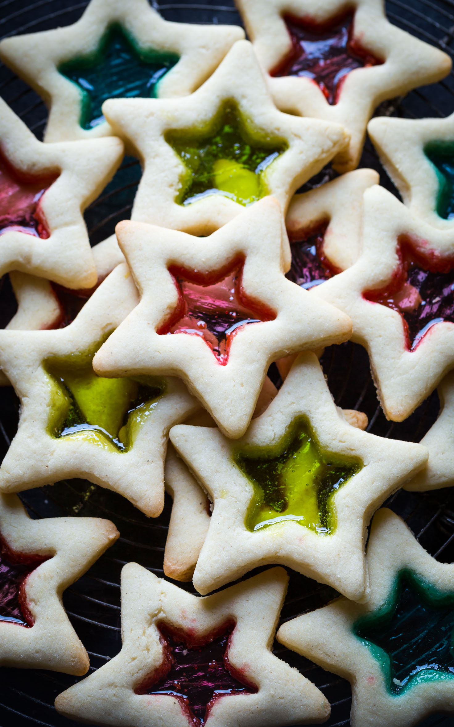 Decoart blog entertaining festive christmas cookie recipes for Stained glass cookie recipe