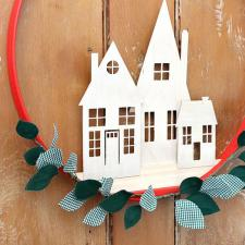 Simple Holiday Home Wreath | Jaime Costiglio