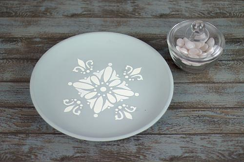 Stenciled Traditional Medallion Plate
