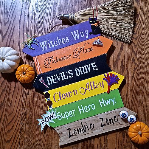 """""""This Way"""" Outdoor Halloween Sign - Project by DecoArt"""
