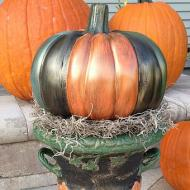 Outdoor Pumpkin Urn Décor