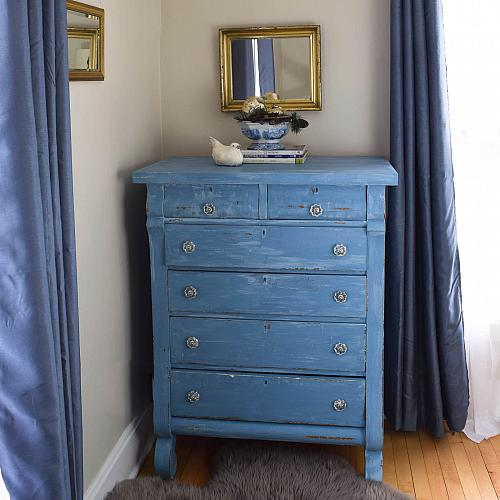 Charmant Vintage Blue Distressed Dresser   Project By DecoArt