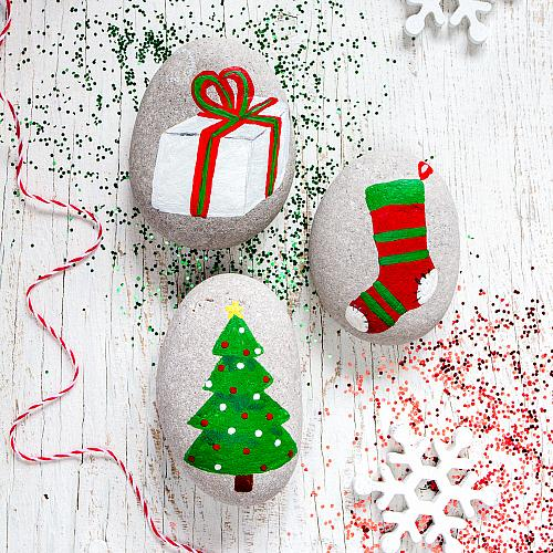 Christmas Rock.Around The Christmas Tree Painted Rocks Project By Decoart