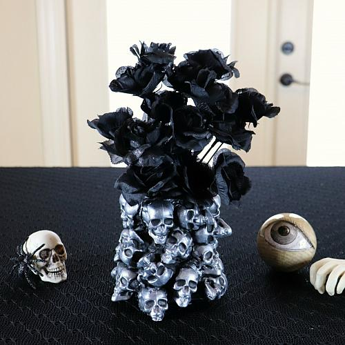 Vase of Piled Skulls