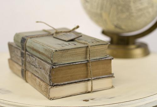 Vintage Book Decor - Project by DecoArt