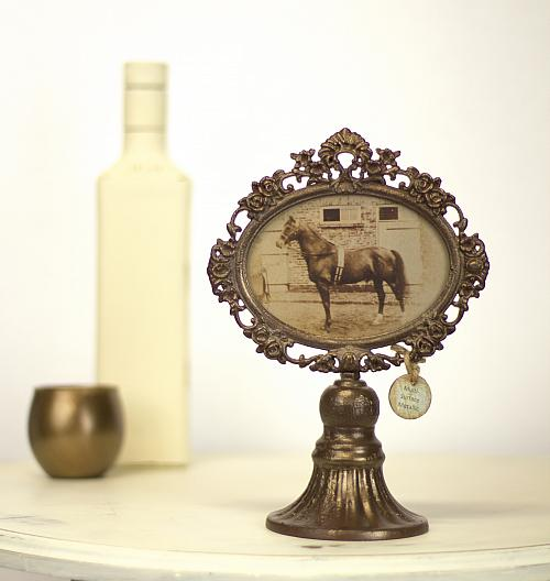 Antique Victorian Frame on A Stand - Project by DecoArt