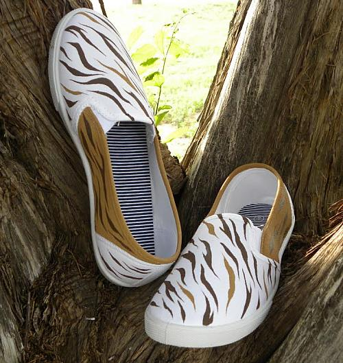 Brown Sugar Tiger Canvas Shoes Project By Decoart